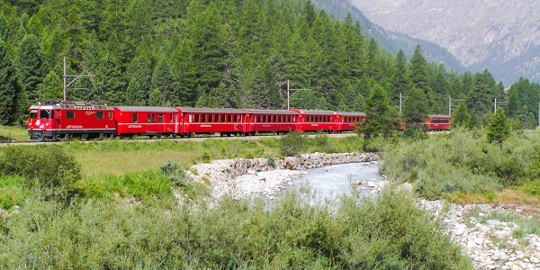 Regional train in Val Bever
